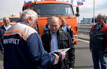Putin Takes Wheel to Open Crimean Bridge